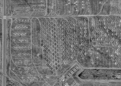 """""""飞机坟场""""戴维斯-蒙森空军基地的飞机"""