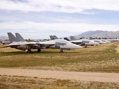 """美国空军异常壮观的""""飞机坟场"""""""