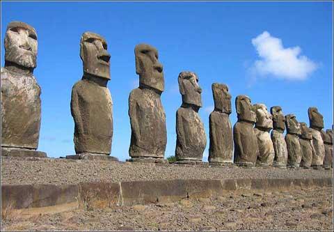 智利复活节岛巨型石像