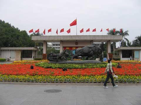 市委大院及孺子牛雕塑