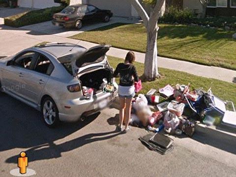 谷歌街景拍到女孩遭前男友赶出家门