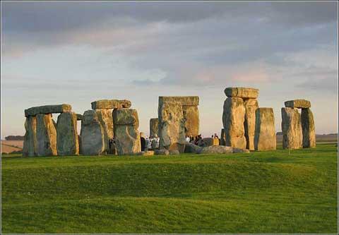 英国艾姆斯伯里的巨石柱群