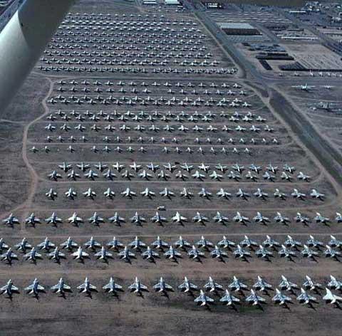 美国空军异常壮观的飞机坟场