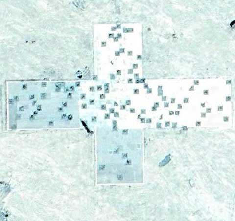 新疆雪地上的神秘设施