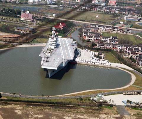 上海东方绿洲的仿真航母