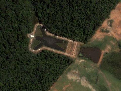 巴西男人身形的湖泊