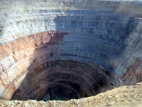 俄罗斯米尔尼的世界上最大的洞