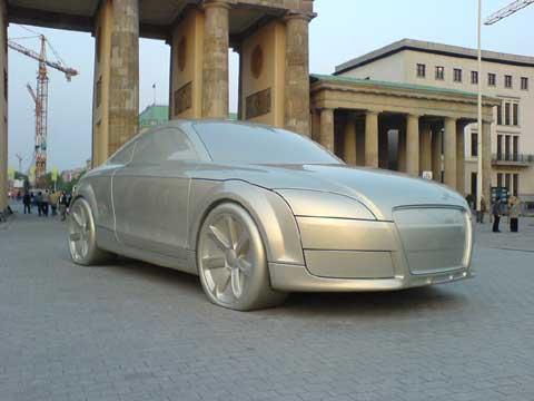 Google Earth下的巨型奥迪汽车雕塑