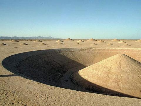 埃及沙漠上的艺术品