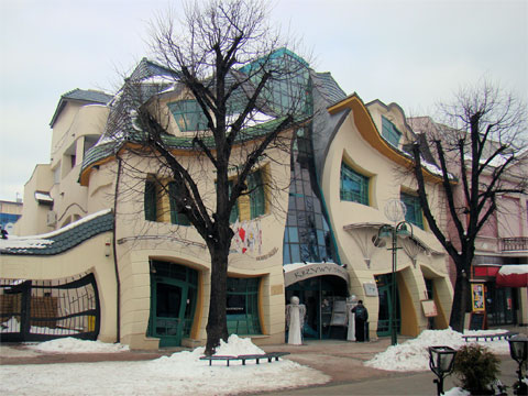 波兰索波特弯曲的房子