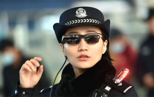 中国警方装配面部识别眼镜