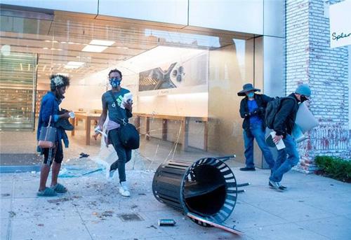 苹果警告iPhone抢劫者:设备禁用并追踪定位